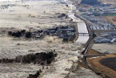 http://whatgives365.files.wordpress.com/2011/03/japan-earthquake-tsunami-waves-0311.jpg