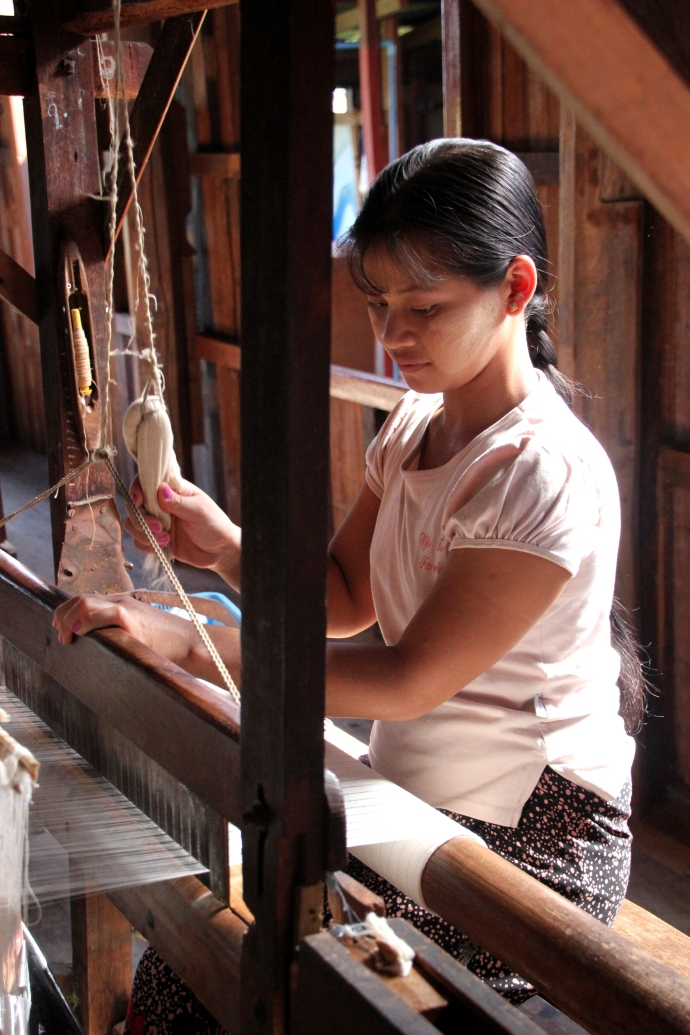 Women weaving silk and lotus on the loom.